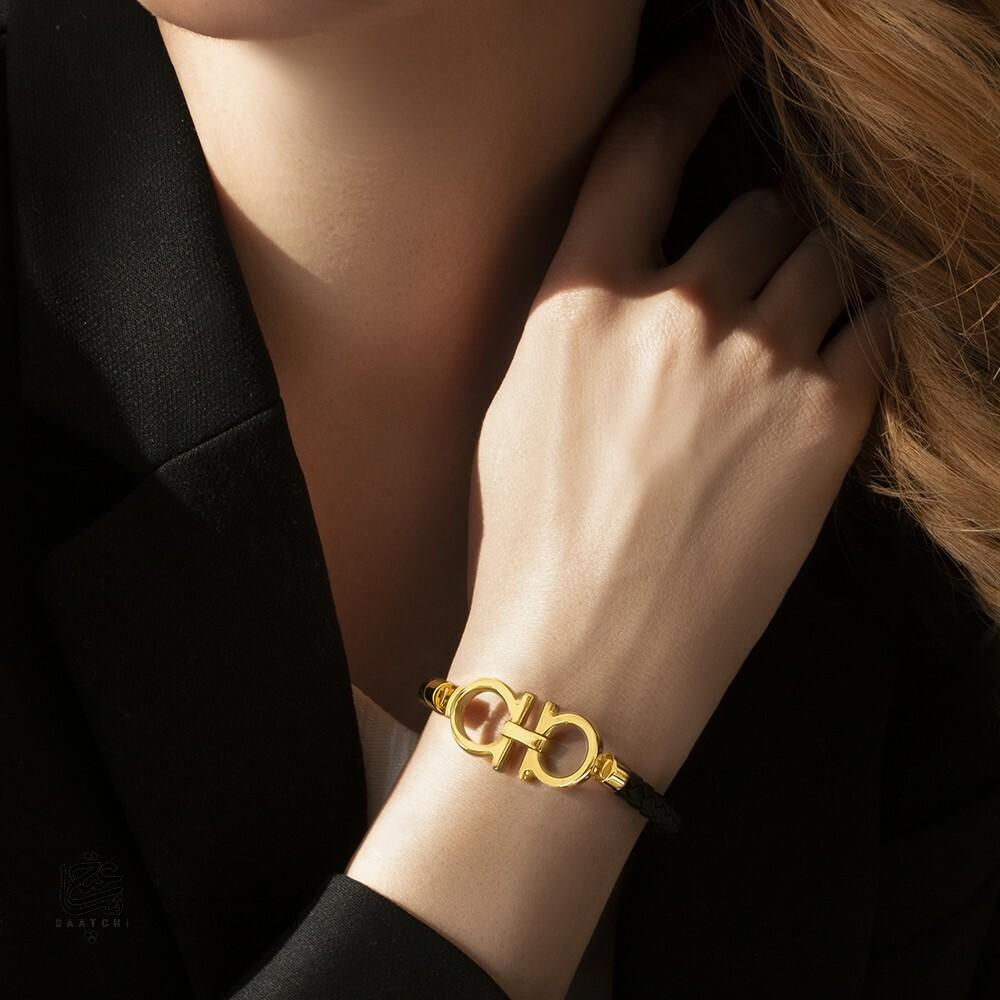 دستبند چرم با پلاک طلا طرح امگا