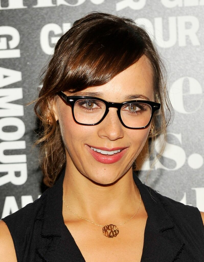 فریم های بزرگ عینک و گردنبند