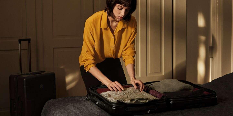 حمل طلا و جواهرات در چمدان دستی