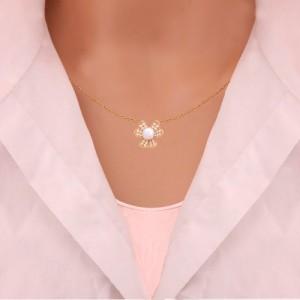 گردنبند طلا زنانه طرح گل سه پر با نگین های و مروارید کد xn104