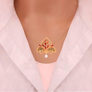 گردنبند طلا زنانه طرح اسلیمی با نگین های cz و مروارید کد xn106