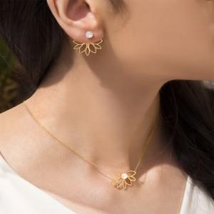 گردنبند طلا زنانه طرح گل با مروارید کد xn146