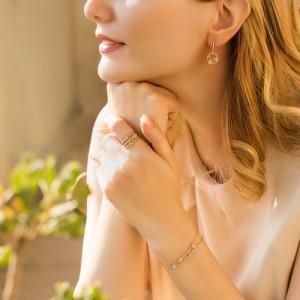 دستبند طلا زنانه طرح LV کد CB400